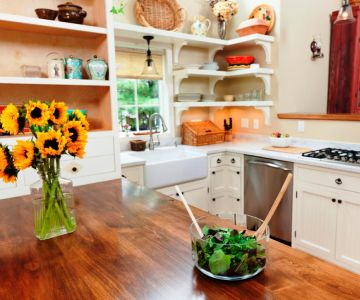 A kitchen filled with furniture